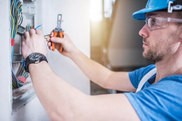 La profession d'un électricien: les risques et les préventions